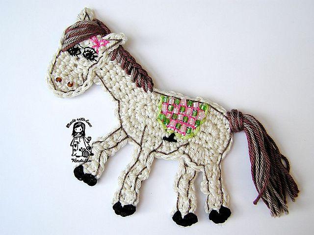 Ravelry: Horse application pattern by Vendula Maderska.