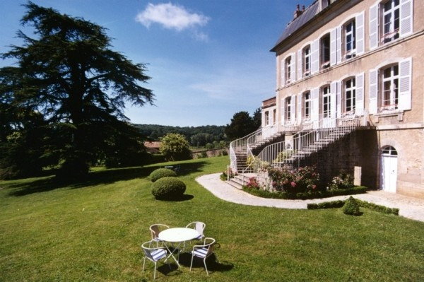 Castle Villa des Prés, a bed & breakfast in  Saint-révérien.