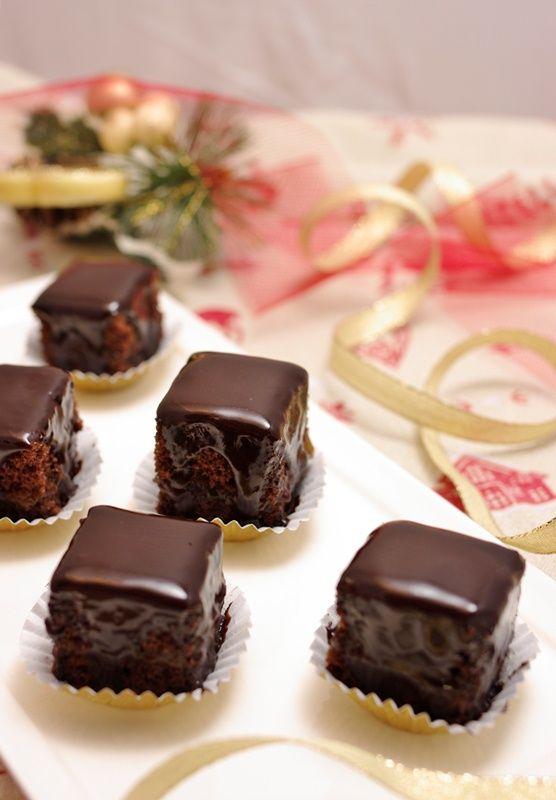 http://www.lavalledelbenessere.com/ricette/torte/item/723-mini-sacher.html