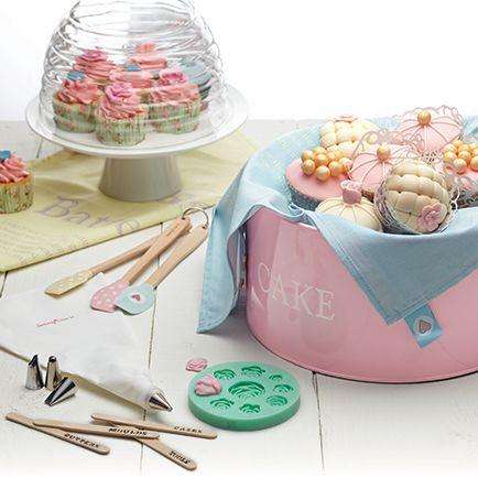 Ιδανικό για την αποθήκευση, κέικ , caddies cupcake, μπισκότα, γλυκά, με αεροστεγή καπάκι που διατηρεί το περιεχόμενο φρέσκο για μεγαλύτερο χρονικό διάστημα. Από την Kitchen Craft. Υλικό κασσίτερος. Διαστάσεις: 28.5cm x 18cm