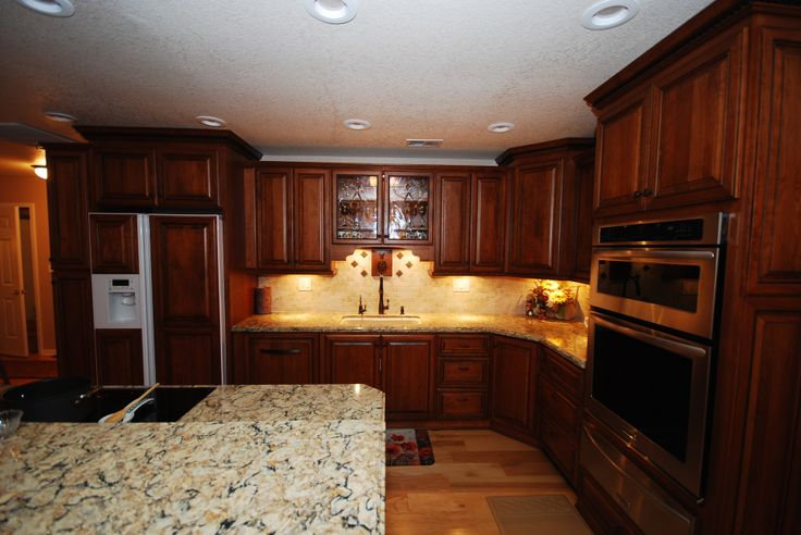 Starmark cherry cabinets in butterscotch with chocolate for Cambrian kitchen cabinets
