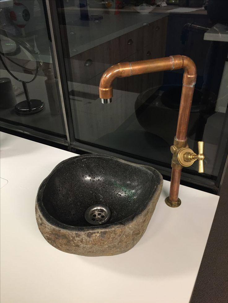 Industrieel koudwaterkraan met een rivierkei. Superstoer! Www.welbie.nl