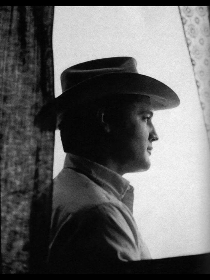 Elvis, a perfect profile.