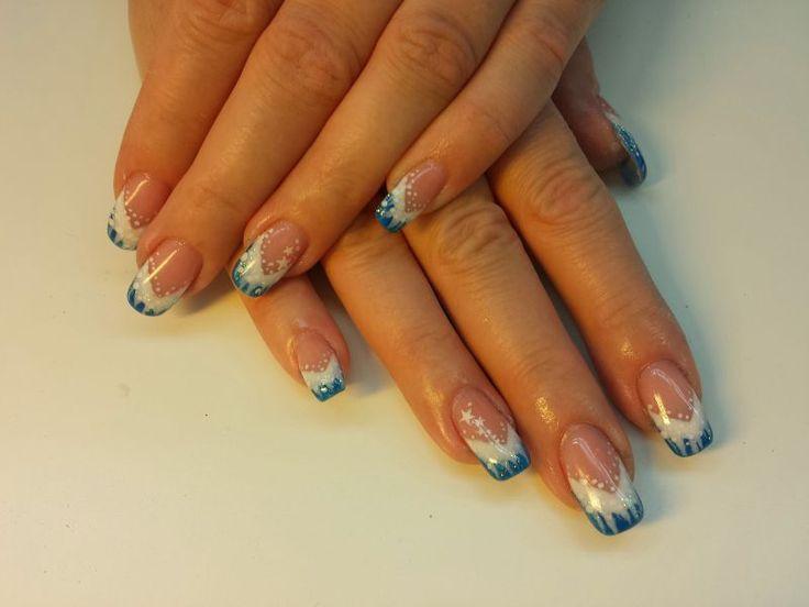 Zimní modro-bílé nehty