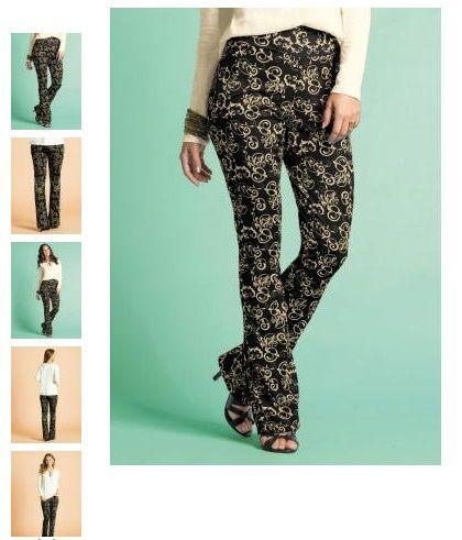 Calça Flare Estampada: Peça elegante, moderna e cheia de estilo. Monte looks incríveis com essa calça estampada.Use com blusas ou camisas lisas. Acessórios.