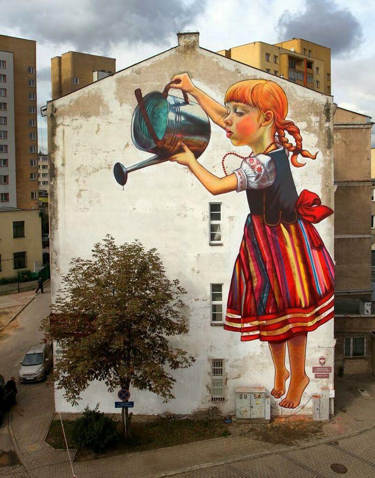 No es muy habitual ver chicas graffiteras. Una de ellas es Natalia Rak, de Polonia, lo hace a lo grande y así de bien pic.twitter.com/yVLtC6aMea