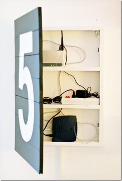ごちゃごちゃしがちな充電コードを隠してくれる充電ステーションのDIY実例