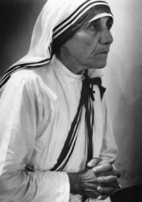 人生とは生きることです。戦いぬいてください。 | マザー・テレサさんの名言・格言・英語 一覧リスト
