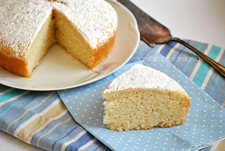 La torta all'acqua (questa è la ricetta senza uova) è un dolce sofficissimo proprio buono. E' veloce da preparare e potete aromatizzarlo come preferite.