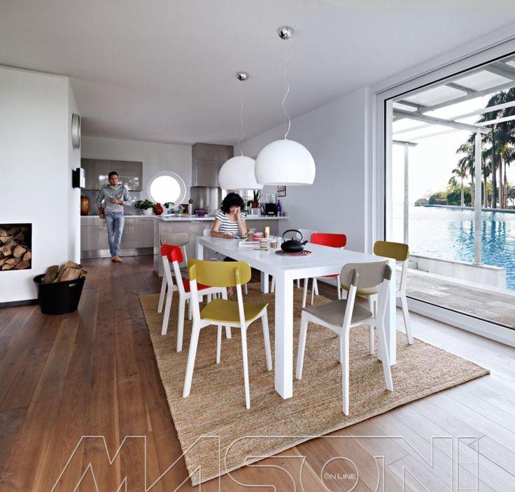 Forum tavolo classico con sedie moderne for Open space moderni