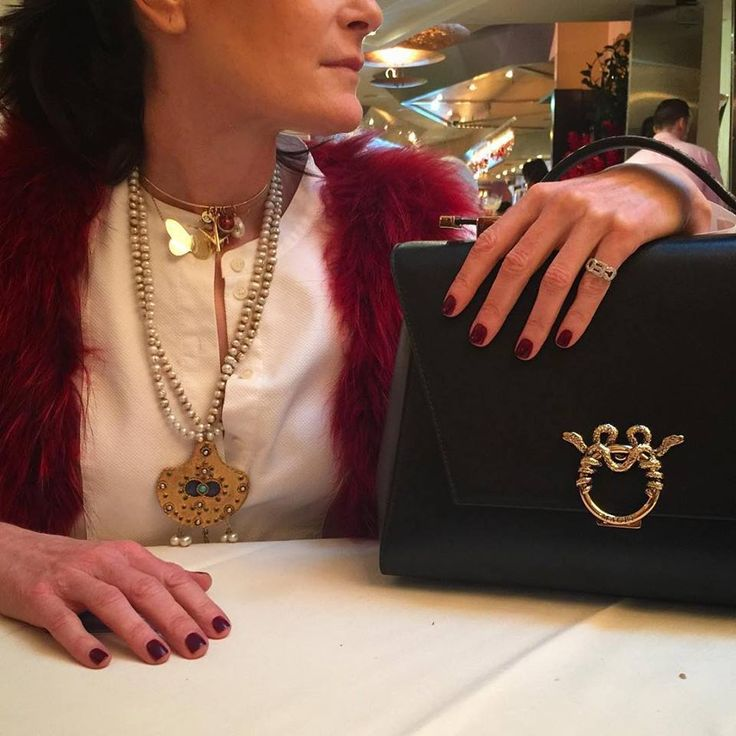 Iconic Bag for an Iconic New Yorker @jenniferccreel Shop the jewelry ensemble at www.jennifercreel.com #jennifercreeljewelry #chic #handmadejewelry #insigniarings #santambroeus #luncheon #LadyClare #magri_handbags #magri #CraftedinFlorence #ItalianStyle #TimelessElegance #Sophisticated #MadeInItaly #ItalianCraftmanship #ItalianGlamour #LuxuryHandbags #Handbags #PowerBags #magripress #etabetapr #etabetadigitalpr #l4l #nyc #photoofday www.magri.com