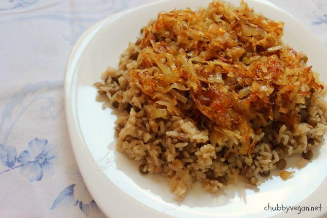 Mjadra, tradicional arroz com lentilhas e cebola caramelizada da culinária mediterrânea <3
