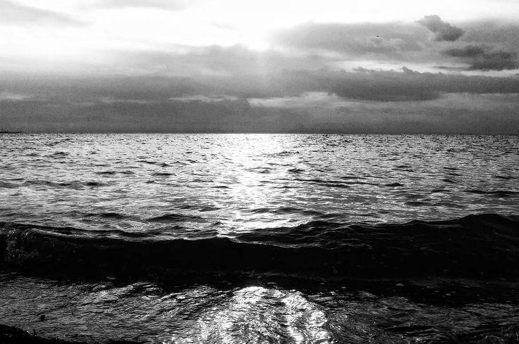 Just returned from my evening swim. #bw_photography #bwgram #bw #bnw_photooftheday #bnw_just #bnw #bnw_society #bw_of_ig #bw_greece #bw_captures #ig_greece #greece #epanomi #blackwhitephotography #blancoynegro #seascape #water_captures