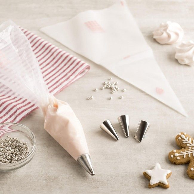 Decorate your cakes like a professional and impress your friends and family with a Good Cook Sweet Creations Cake Decorating Kit. This easy to use kit contains everything you need to make a delicious and beautiful cake for your next get together!