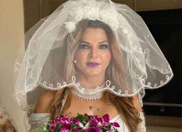 Check Out Rakhi Sawant Shares Unseen Pictures From Her Wedding Bollywood News In 2020 Bollywood News Bollywood Celebrity News Bollywood