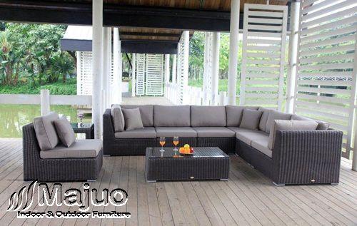 Sofa tamu rotan yang menggunakan desain yang sangat unik for Sofa yang sesuai untuk ruang tamu kecil