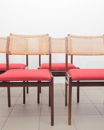 Vintage Topform eetkamer stoelen met rode zitting en webbing rugleuning. In 50-er jaren stijl. €220,-  Goed spul Utrecht