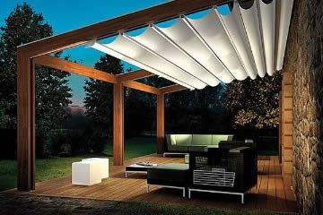 houten terrasoverkapping; behoud het uitzicht en toch overkapt. Hangmatten tussen de palen te bevestigen
