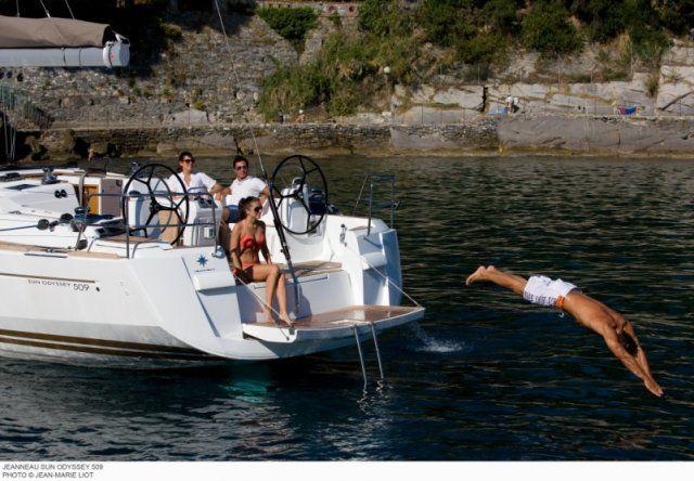 En Surcando Mares podrás alquilar un velero para disfrutar del mar en tus vacaciones. Opten un título náutico y gobierna tu propio velero.