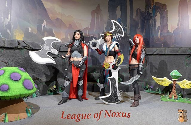 League of Noxus 2.0 Darius ⏩ Kyari Draven ⏩ Tryska Katarina ⏩ Shiori  #leagueoflegends #leagueoflegendscosplay #cosplay #cosplayer #cosplayers #lol #draven #darius #katarina #top #mid #adc #leagueofnoxus #mushrooms #ward #gamer #gamergirl #valkyrie_sisters #gamergy2016 #gamergy