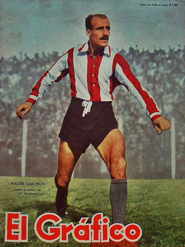 """Walter Garceron, a legendary defender who wore striped jersey of Estudiantes de La Plata for his whole career, on the cover of """"El Grafico"""" magazine of 11th March 1955"""