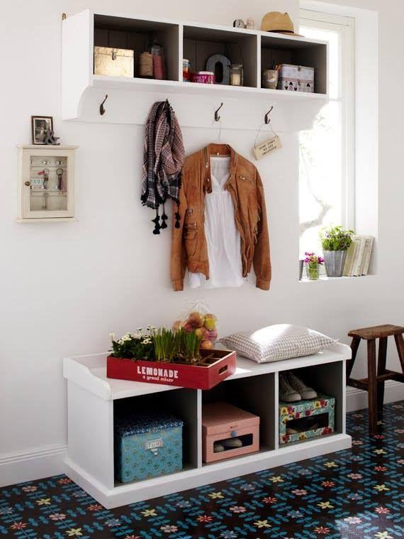 Hall de entrada - espaço para filtrar o que entra na casa além de facilitar a organização