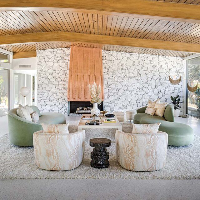 Palm Springs Meets Palm Beach In A Midcentury Desert Gem Palm Springs Interior Design Palm Springs Decor Palm Springs Houses