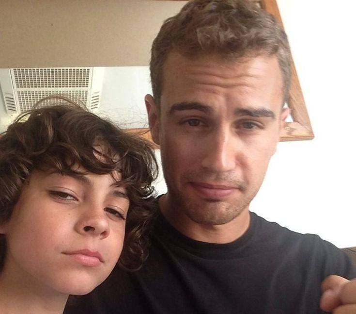 Emjay Anthony (Hector) Shares Selfies with Theo and Shailene from the Insurgent Set