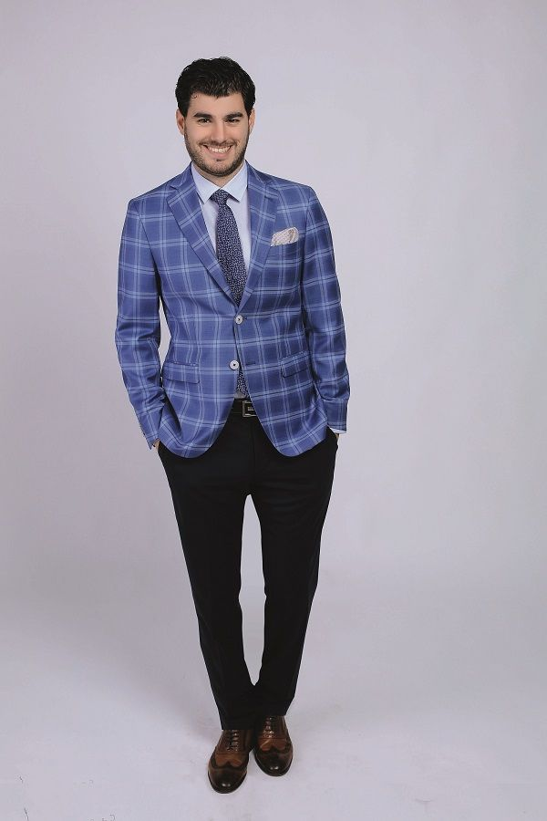 No shoulder-pads, wider lapel, fine fabric = the recipe for a perfect summer jacket