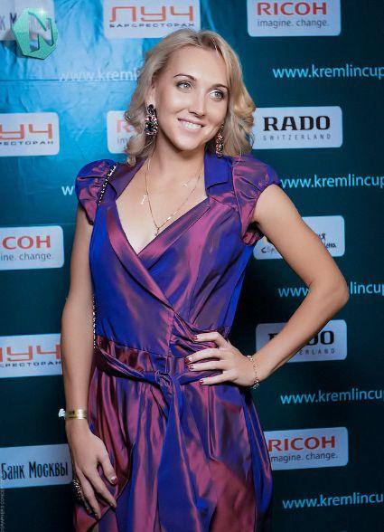 Elena Vesnina. // Dress, 3; hair and makeup, 10.