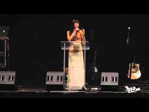 Kim Walker testimony from Awakening 2011 in Chicago Preaching (NL ondert...