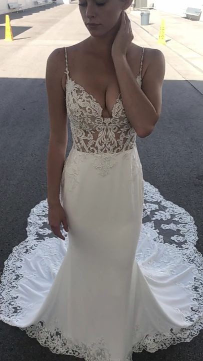 [190.80] Charming Tulle & Acetate Satin Spaghetti Straps Neckline Mermaid Marriage ceremony Attire With Lace Appliques