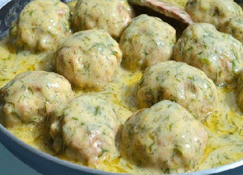 Savuroasele Chiftele in sos de marar sunt foarte aromate si satioase, au in plus si avantajul ca le putem prepara pentru masa de pranz, dar si pentru cina.