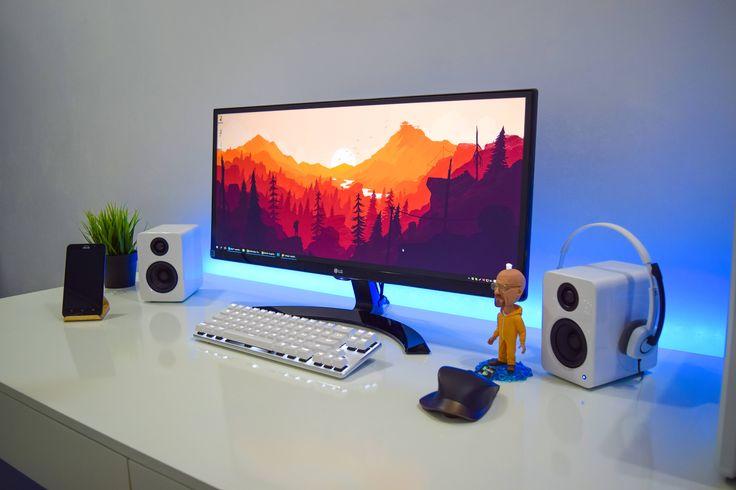 White minimal Workstation finally complete!
