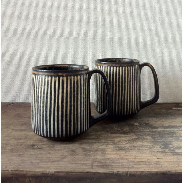 Coffee mugs by Masubuchi Tokuhiro from Utsuwa Note gallery.  http://utsuwanote.exblog.jp/15751918/