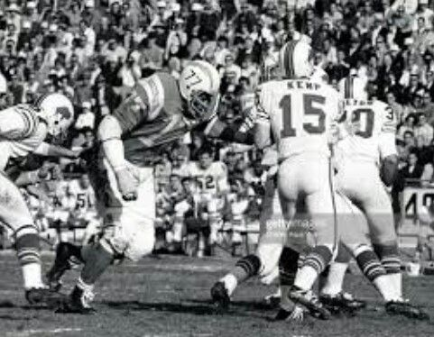 Ernie Ladd (77) rushing in on Buffalo Bills QB Jack Kemp (15)