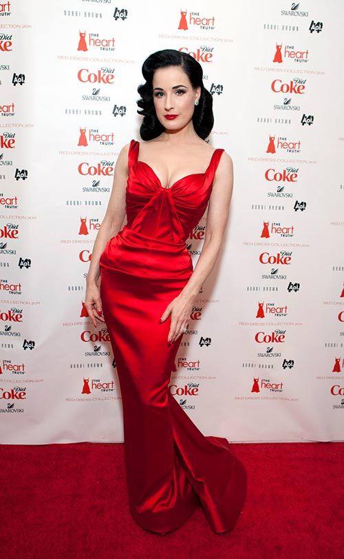 Дита Фон Тиз. Ярко-красное платье