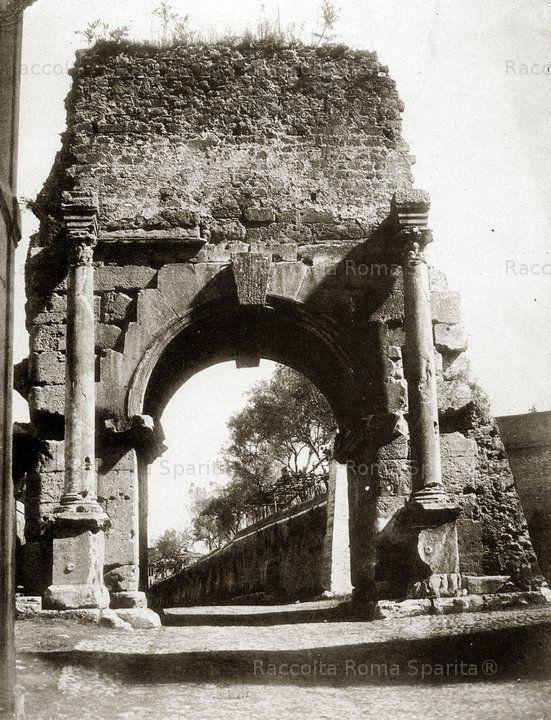 : Arco di Druso. Fornice dell'Acquedotto Antoniniano, situato proprio all'inizio dell'Appia Antica, di fronte a Porta San Sebastiano Anno: 1850 ca.