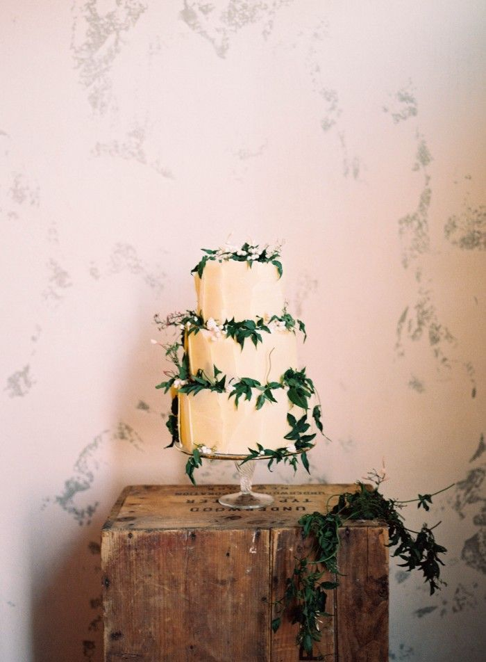 Simple Jasmine Vine Wedding Cake in White and Green | Nicole Berrett Photography | http://heyweddinglady.com/modern-preppy-wedding-black-gold-emerald-mixed-prints/