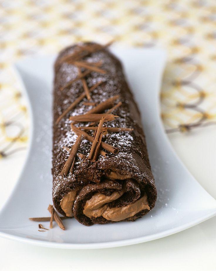 Mehr Schoki geht nicht! Biskuitrolle mit Schokoladen-Fudge   http://eatsmarter.de/rezepte/biskuitrolle-mit-schokoladen-fudge