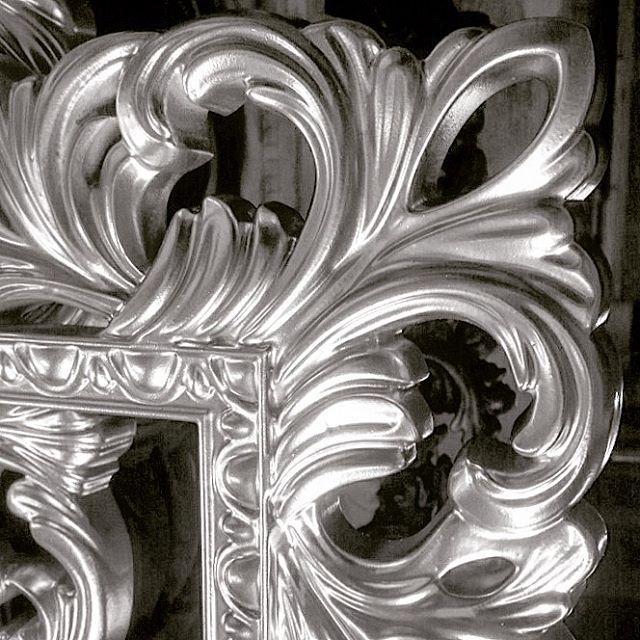 Vezzolli - Поталь серебро. Зеркала в итальянском стиле от российского производителя.