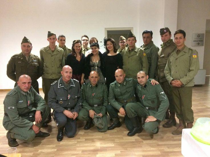 Gruppo Normandie 44 Soldati americani e tedesco insieme a civili /helferin Graffignana 2016 - cena di gala