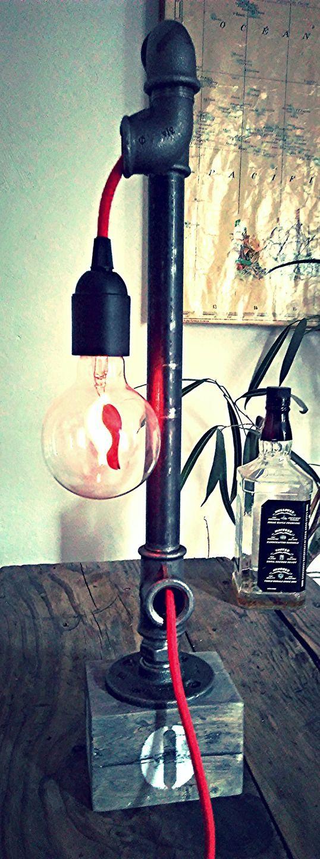 Lampe de bureau bois tuyau acier steampunk industriel lof : Luminaires par the-dude-plumb-arts