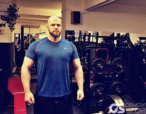 Osobní trenér Fitness Tomáš Brychta je vám plně k dispozici. Vedení osobních tréninků, sestavy, jídelníček, poradenství.