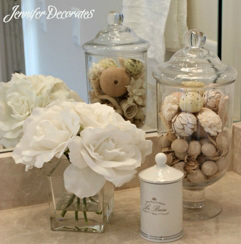 4 Essential Tips to Accessorizing a Beautiful Bathroom from Jenniferdecorates.com