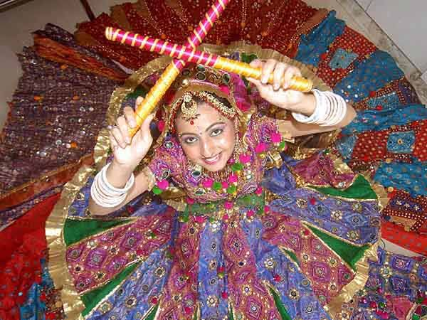9 Great Navaratri Attractions of India  Garba and Dandiya: The Dandiya Raas and Garba Dance are two most famous traditional folk dance of Gujarat and Vrindavan. Dandiya Raas is performed along with Garba during the Navratri evenings at every place in the country.