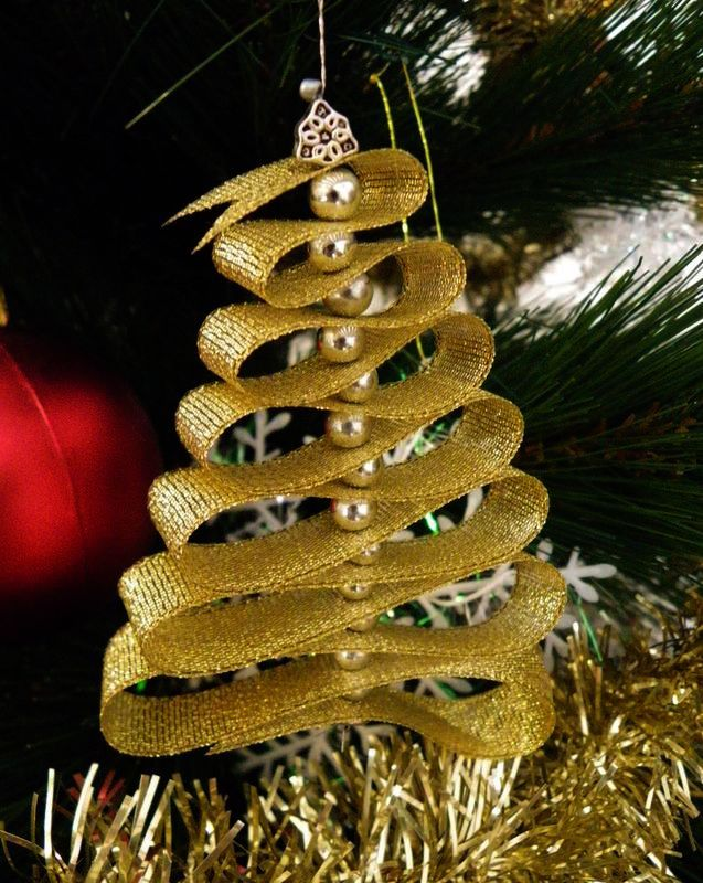 Make Your Own Diy Christmas Crackers Silver Or Gold To Personalise Xmas Ribbon On Christmas Tree Cool Christmas Trees Alternative Christmas Tree