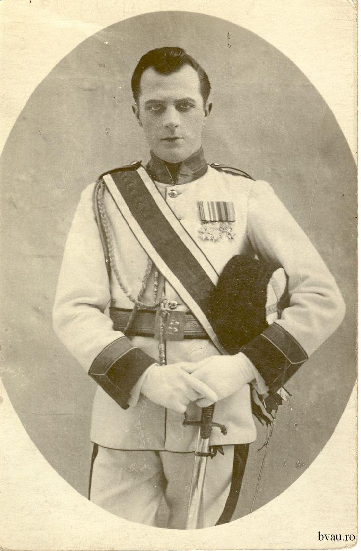 """Nae Leonard în """"Floarea din Istambul"""" de Leo Fall, actul II, România, anul 1917 - 1918. Imagine din colecţiile Bibliotecii Judeţene """"V.A. Urechia"""" Galaţi."""