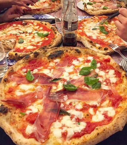 Cibo: # ##Pizza per tutti da @sorbillo  (italian_food) (link: http://ift.tt/2iUBnpX )