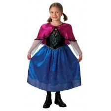 Jurk Prinses Anna Deluxe uit de Disney animatiefilm Frozen. Anna Deluxe jurkje gemaakt van 100% polyester en kreukvrij. Een Walt Disney licentie-artikel. Dit heel mooi jurkje in krachtige kleuren heeft transparante mouwen van glittertule,is bedrukt met bloemversieringen en wordt geleverd met een paarse korte cape. Een echte meisjesdroom. Je kunt jouw dochtertje niet gelukkiger maken dan met dit prachtig prinsessenjurkje. Verkrijgbaar in de maat S (3-4 jaar), M (5-6 jaar) en L (7-9 jaar).